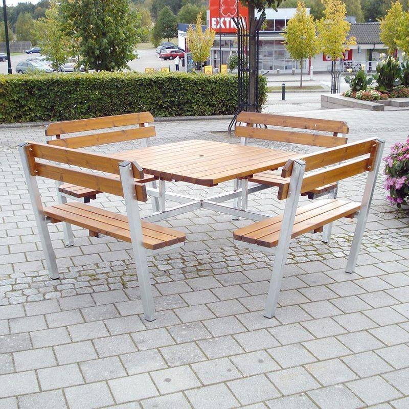 Piknikpöytä